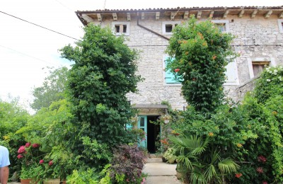 Opportunity! Habitable stone house, 7 km to the sea !!