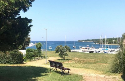 RENOVATED APARTMENT IN ČERVAR-FIRST ROW TO THE SEA