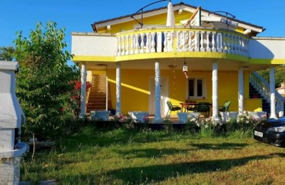 HOUSE WITH THREE APARTMENTS-MEDULIN-9KM FROM PULA